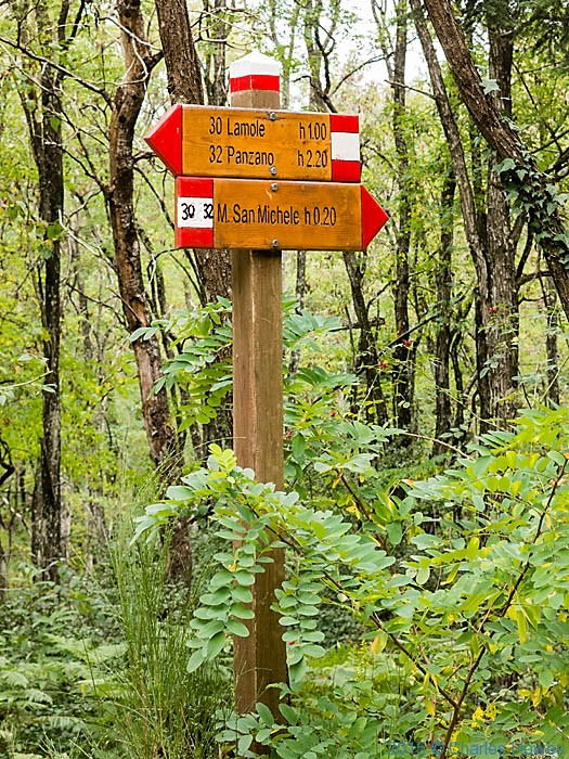 Signs on Lamole ring walk, Chianti, Tuscany, photographed by Charles Hawes