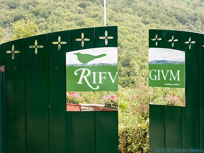 Entrance to Agriturismo Rifugium photographed from the Lamole ring walk by Charles Hawes