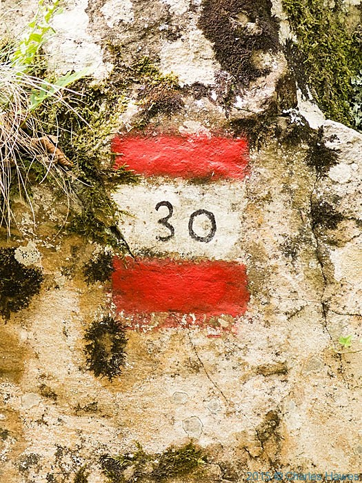 Painted sign on boulder for the Lamole ring walk, Chianti, photographed by Charles Hawes